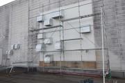 味噌醸造工場様の外壁改修工事です。換気口部分を解体して角波鉄板に張り替えしました。